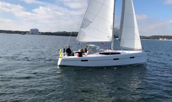 VIKO S 35 sailing